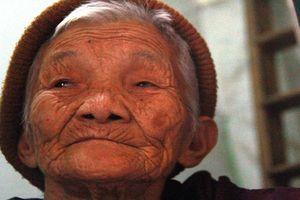Cụ bà 89 tuổi bán chong chóng muốn hiến xác cho y học