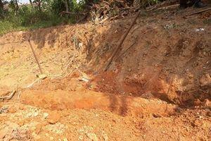 Đào đất xây nhà, 1 gia đình ở Huế phát hiện bom lớn dài 2m