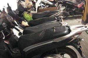 Gần chục xe máy bị rạch nát yên ở chung cư