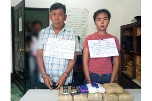 Bắt 2 đối tượng vận chuyển 40.000 viên ma túy vào Việt Nam