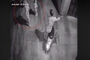 Hà Nội: Công an trích xuất camera điều tra nghi vấn 2 bé gái bị người đàn ông lạ mặt sàm sỡ trong ngõ tối