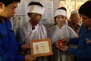 Truy tặng huy hiệu 'Tuổi trẻ dũng cảm' cho nam thanh niên tử nạn vì cứu người