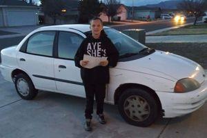 Cậu bé 13 tuổi bán máy chơi game mua ôtô tặng mẹ