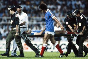 Nhìn lại pha xấu chơi dẫn tới chấn thương rùng rợn ở World Cup 1982