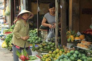 Nông sản ngoại 'đội lốt' hàng Việt: Lỗi tại ai?