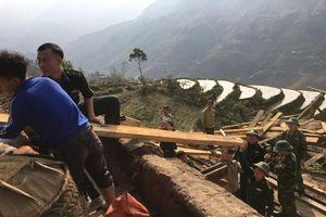 Đồn Biên phòng cửa khẩu quốc tế Thanh Thủy giúp dân khắc phục hậu quả thiên tai