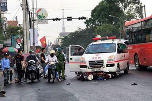 Vụ xe cứu thương vượt đèn đỏ tông xe máy: Người chồng tử vong