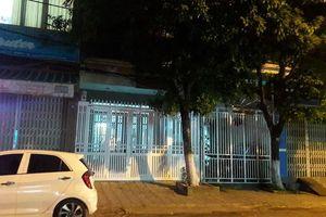 Nhà ông Linh ở Đà Nẵng được sơn cổng, tháo biển số nhà, tối có bật đèn