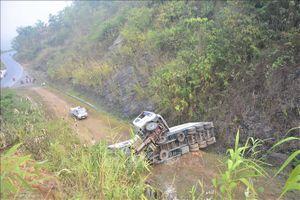 Lại xảy ra lật xe container ở 'điểm đen' dốc Nà Lơi, Điện Biên