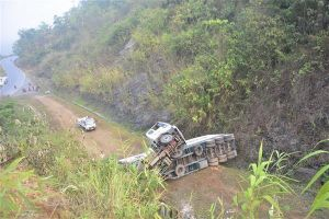 Điện Biên: Lật xe container ở 'điểm đen' dốc Nà Lơi