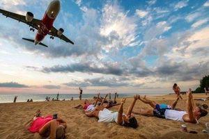 Du khách có thể bị tử hình nếu chụp ảnh 'tự sướng' trước máy bay ở bãi biển Thái Lan
