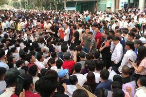 Vì sao hàng nghìn người đổ xô đi xin visa Hàn Quốc gây náo loạn giữa phố Hà Nội?