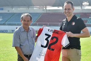 Bầu Đức muốn nhờ đội bóng của Van Persie hỗ trợ đào tạo trẻ