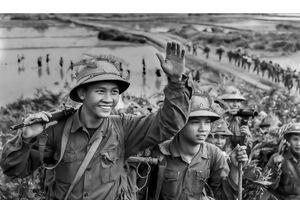 Ngắm những người con Hà Nội qua 'Hậu phương thời chiến giữa thế kỷ XX'