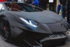 Dân chơi đính 2 triệu viên pha lê phủ kín Lamborghini Aventador SV