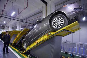 Bất ngờ với sáng kiến dốc ngược ô tô để tiết kiệm diện tích bãi gửi xe