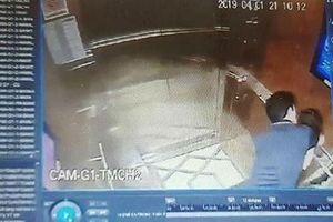 Vụ sàm sỡ bé gái trong thang máy: Chậm trễ và phản ứng ngược
