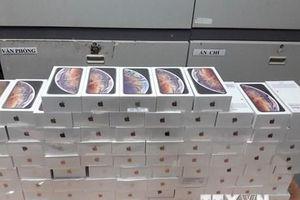 TP.HCM: Phát hiện xe ôtô chở hàng trăm iPhone, iPad nghi nhập lậu