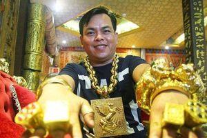 Clip: Phúc XO từng được lên truyền hình vì lập kỷ lục đeo vàng nhiều nhất Việt Nam
