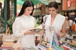 Hoa hậu Phương Khánh bất ngờ trở thành 'hướng dẫn viên du lịch' sau hàng loạt lùm xùm bủa vây