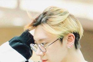 Hú hồn với sự tự tin của Ten (NCT) khi ra sân bay với mái tóc như trứng cuộn sushi