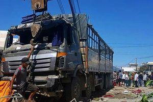 Khánh Hòa: Xe tải mất lái lao vào quán nước làm 5 người bị thương