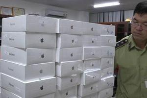 Kiểm tra xe ôtô phát hiện lô hàng iPhone, iPad nhập lậu hơn 4 tỷ đồng