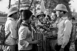 Xúc động những bức ảnh 'Hậu phương thời chiến giữa thế kỷ XX'
