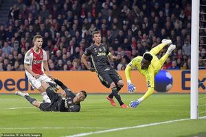 Ronaldo ghi bàn, Juventus vẫn bị Ajax 'cầm chân'