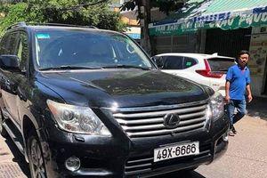 Doanh nhân lái xe Lexus lao vào đám tang hoảng loạn ở công an