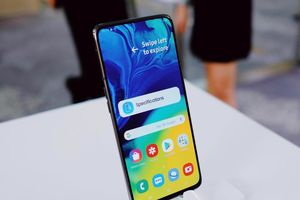 Galaxy A80 là di động tràn viền đúng nghĩa đầu tiên của Samsung