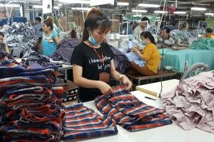 Tiền lương của công nhân dệt may không đủ sống