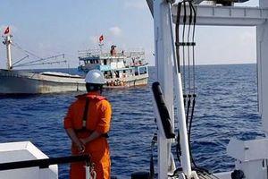 Kịp thời cứu thuyền trưởng tàu cá bị tai biến trên biển