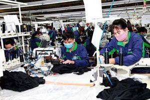 Đời sống của công nhân lao động ngành may còn nhiều khó khăn