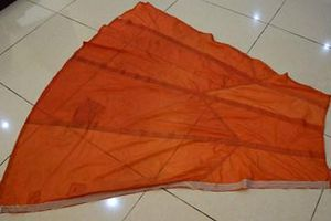 Mảnh dù màu đỏ từ chiến trường Điện Biên Phủ