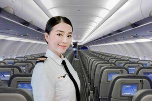 Phát sốt với body nóng bỏng, gương mặt không tuổi của nữ phi công Việt
