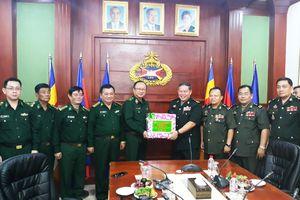 Thiếu tướng Nguyễn Hoài Phương thăm, chúc tết các lực lượng vũ trang Campuchia