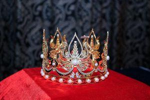 Lộ diện vương miện 1,8 tỷ đồng của 'Nữ hoàng Thương hiệu 2019'