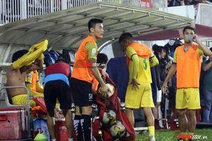Nhìn Văn Lâm gánh team ở Muangthong Utd, Bùi Tiến Dũng có chạnh lòng?