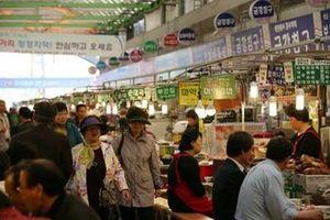 Khám phá ẩm thực tại ngôi chợ cổ nhất Seoul