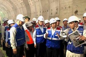 Thủ tướng Chính phủ Nguyễn Xuân Phúc thăm, kiểm tra công trình thi công tuyến Metro số 1
