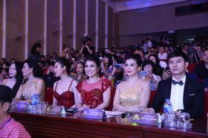 Hoa hậu doanh nhân Đàm Hương Thủy nổi bật khi ngồi ghế giám khảo Hoa khôi Đại sứ môi trường Hải Phòng năm 2019