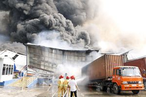 Cháy gần 20.000 mét vuông nhà xưởng ở Bình Dương