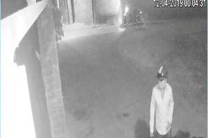 Người lạ khóa cửa nhà riêng phóng viên Báo tại Bình Dương lúc nửa đêm
