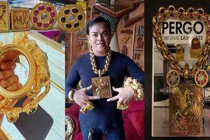 Phúc XO thừa nhận số vàng đeo trên người đều là giả