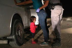 Bức ảnh một đứa trẻ đứng khóc tại biên giới Hoa Kỳ đoạt giải Ảnh Báo chí thế giới