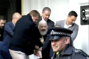 'Người thổi còi' Snowden chỉ trích vụ bắt giữ ông Julian Assange