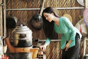 Hoa khôi Huỳnh Thúy Vi dịu dàng làm 'đại sứ lễ hội bánh dân gian Nam Bộ'