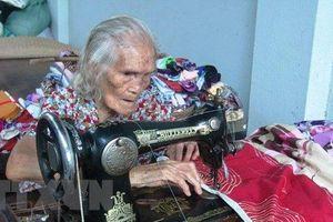 Soup sáng: Cụ bà 93 tuổi và câu chuyện hơn nửa đời người may chăn cho người nghèo