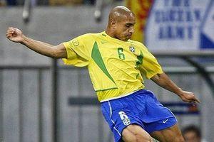 Roberto Carlos biểu diễn sút phạt 'thần sầu' ở tuổi 46